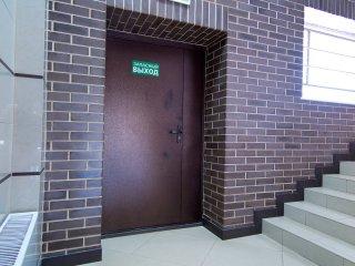На главной лестнице
