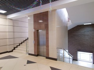 Холл у лифта на 2-м этаже